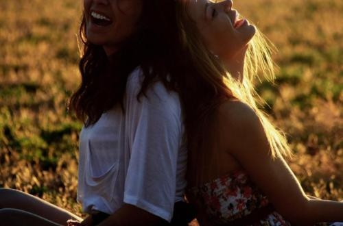 friends-girl-girls-laugh-smile-sunshine-Favim.com-99208